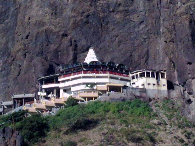 1200px-Goddess_Saptashrungi_Devi_Temple1